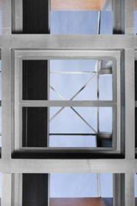 Enrollable horizontal a techo para opacar